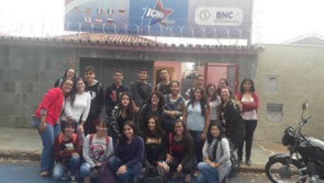 25 alunos estudando no ICBEU Idiomas